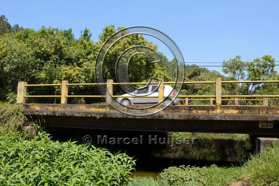 Bridge across the southern stream crossing (Córrego Água Branca), Itirapina Ecological Reserve, São Paulo, Brazil