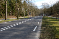 Road striping to suggest narrower lanes and to reduce traffic speed, east of Hilversum, The Netherlands