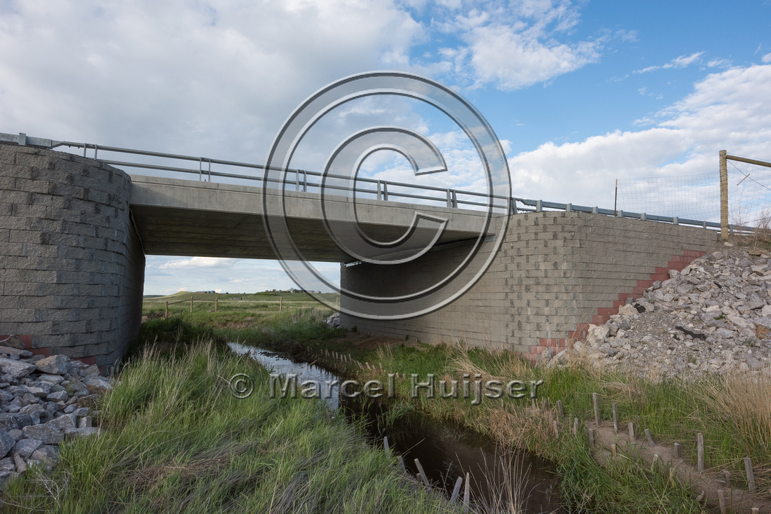 Multifunctional underpass (water, wildlife) and short section of